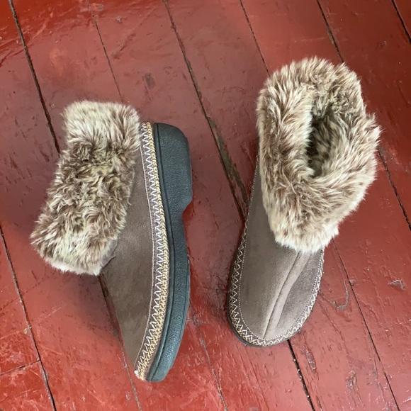 Suede slippers w faux fur trim.  Rubber soles.